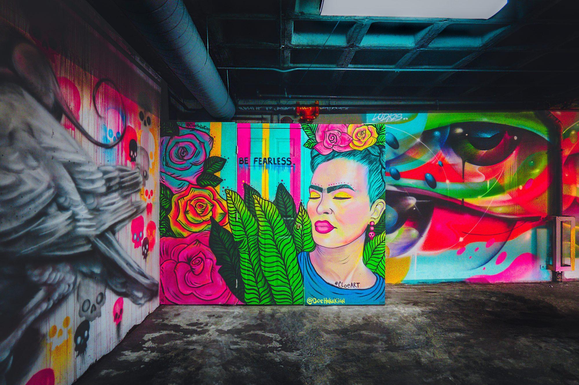 """Frida Kahlo in L.A. Ihre Fans gestalteten diese Wand """"Be Fearless"""" ist das Motto."""