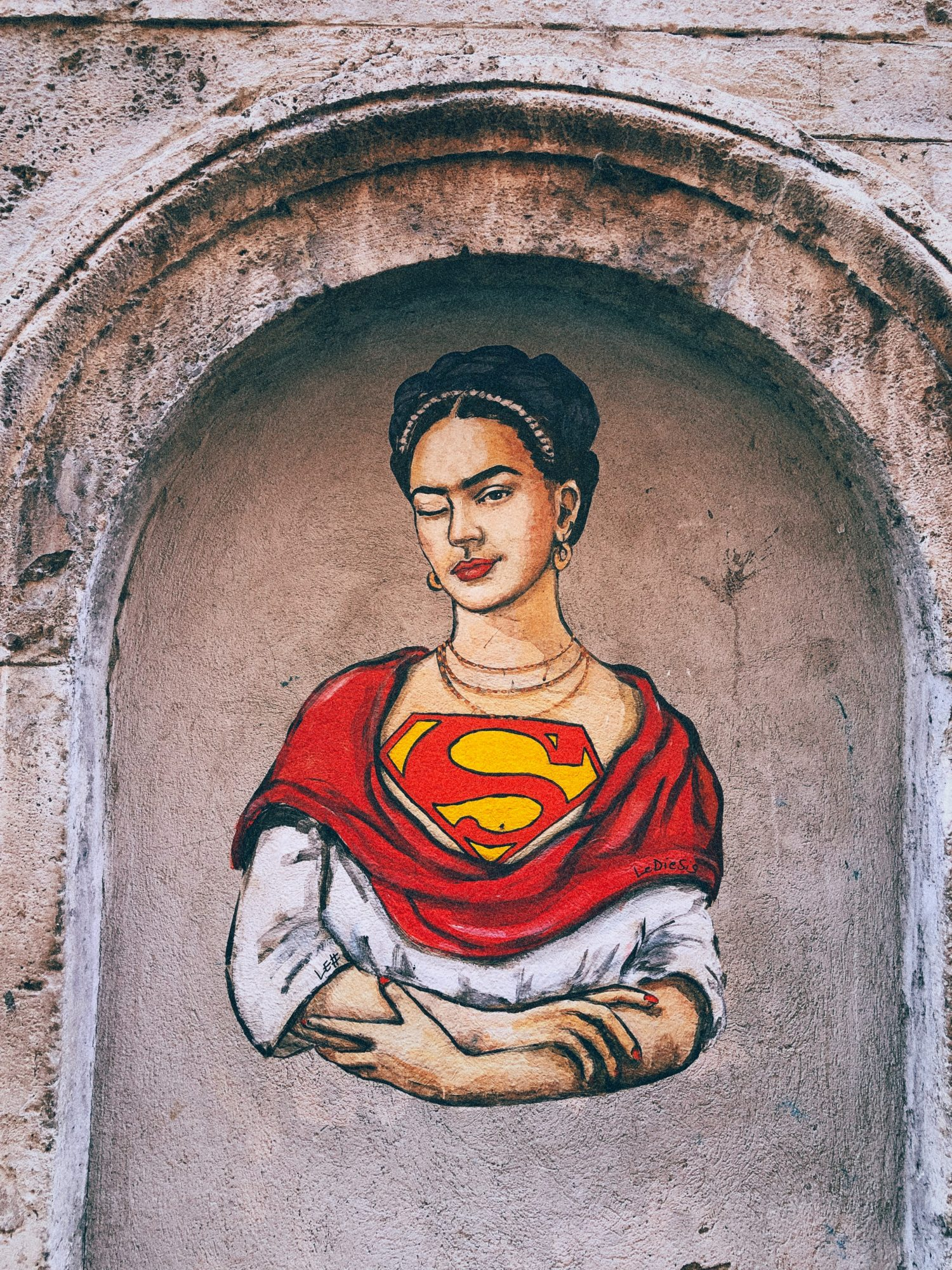 Frida Kahlo Superwoman: Wandbild in Florenz