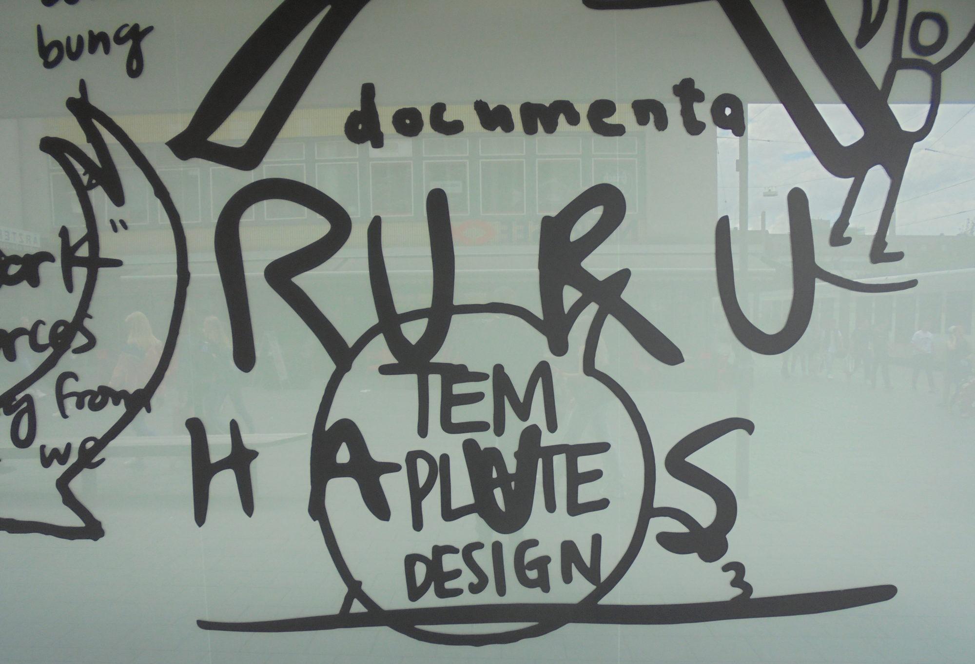 documenta fifteen kündigt sich am Ruru-Haus in Kassel an