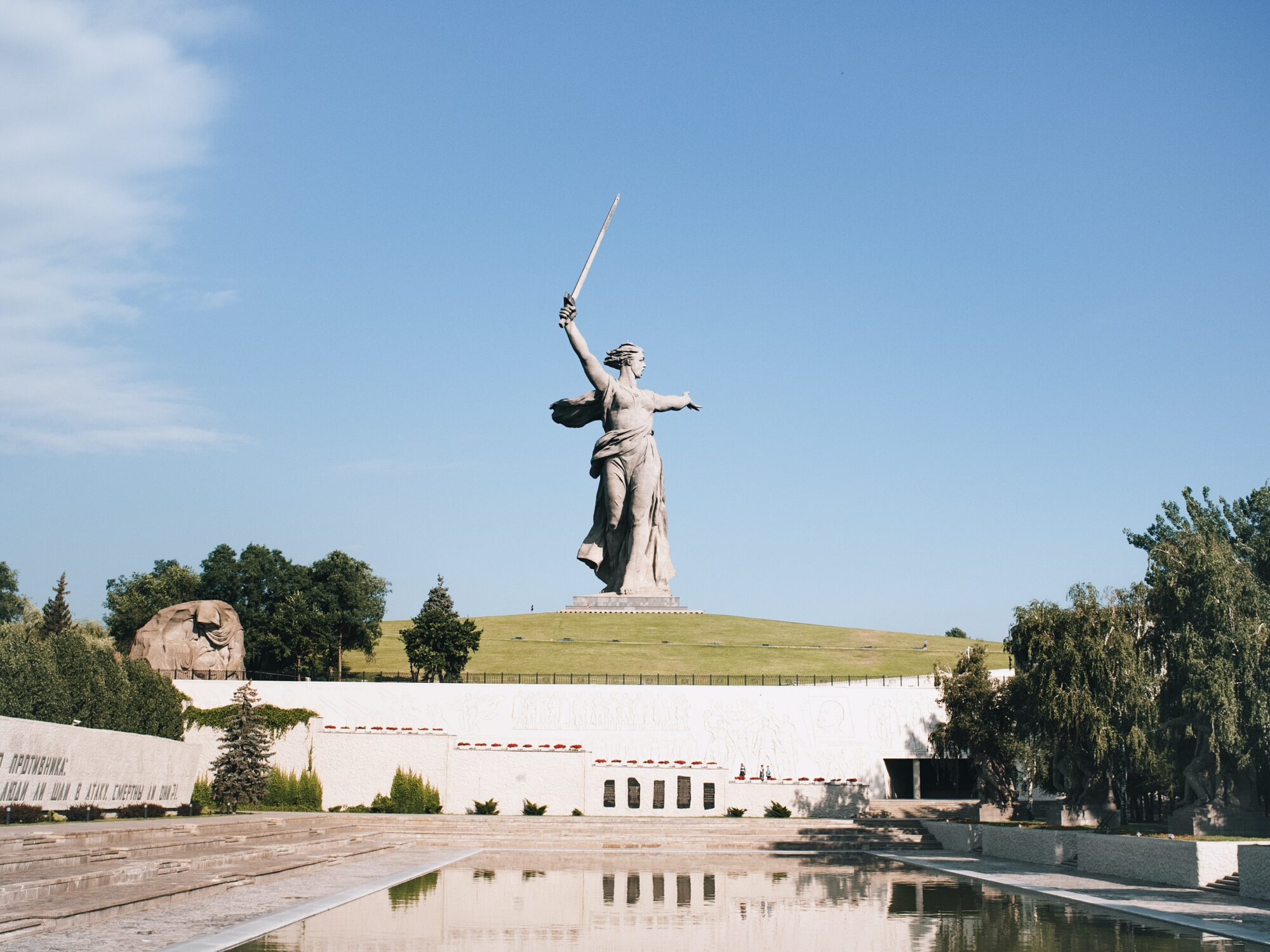 """die monumentale Frauen Figur """"Mutter Heimat"""" dankt den Verteidigern von Stalingrad."""