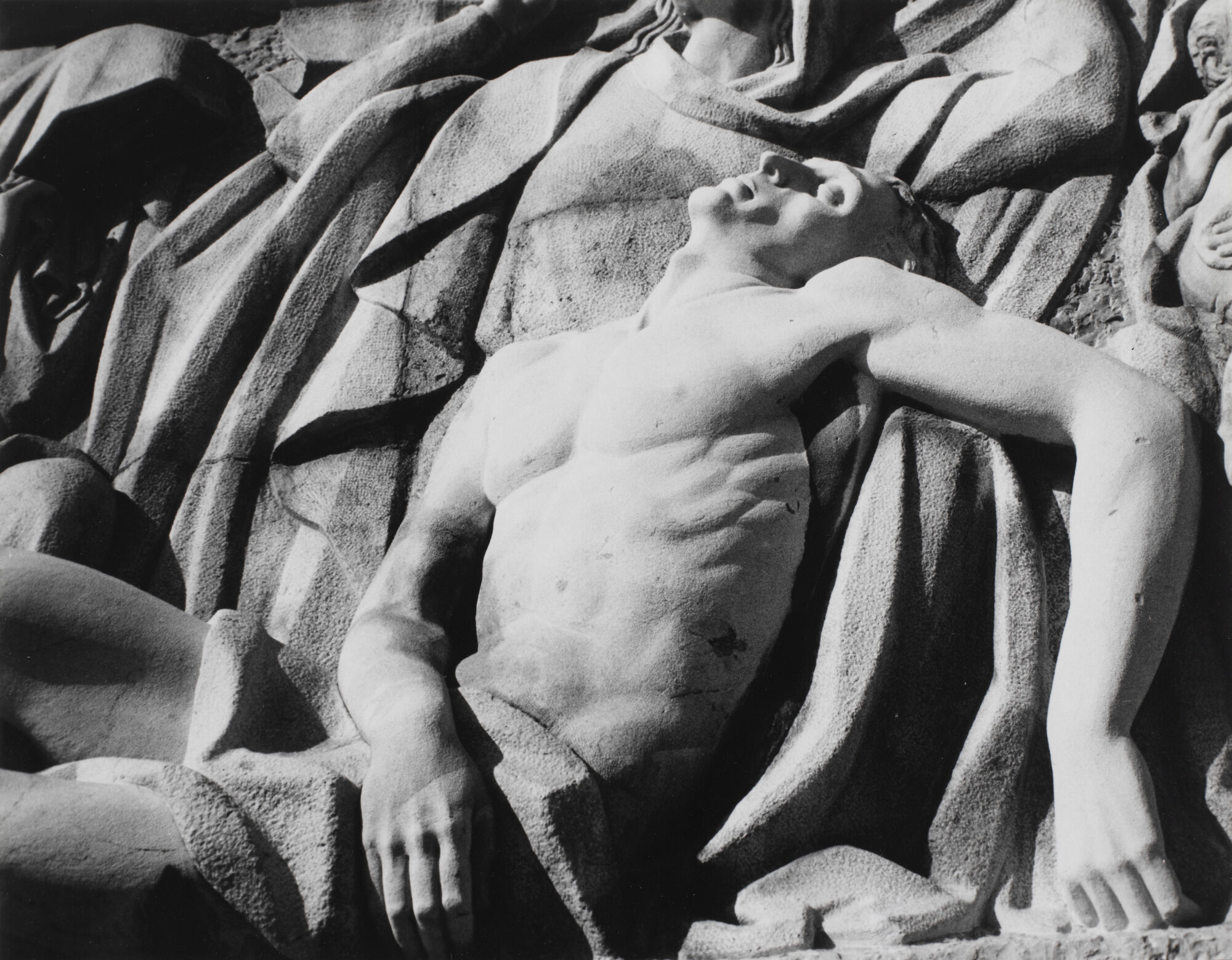 """Andy Warhol: Pieta Relief Sculpture, Fotografie ca.1976 in der Ausstellung """"Der erschöpfte Mann"""" Schweizerisches Landesmuseum Zürich 2020."""